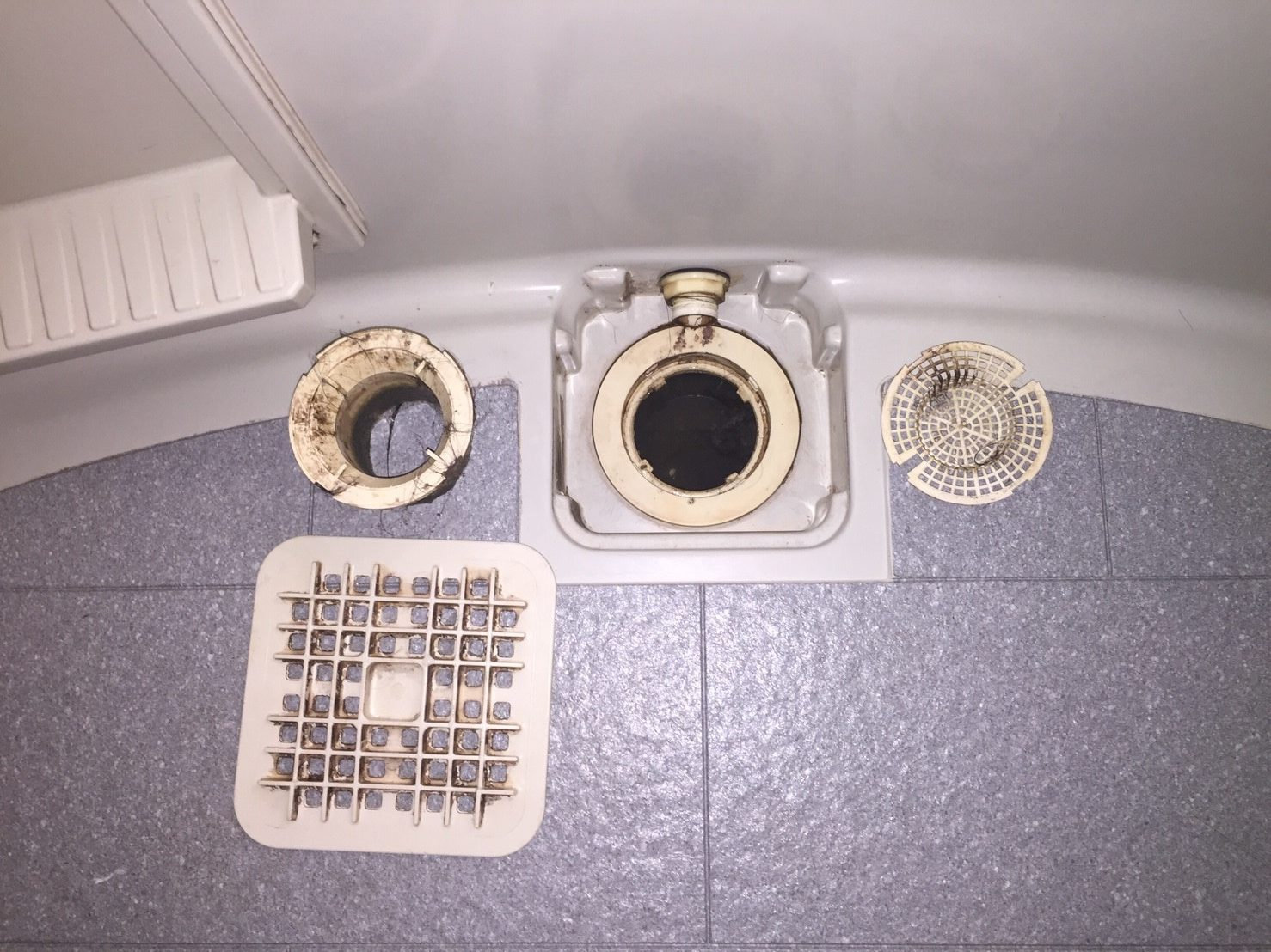 伊丹市 お風呂(浴室)「排水口のお掃除」ハウスクリーニング/お掃除 おそうじプラス