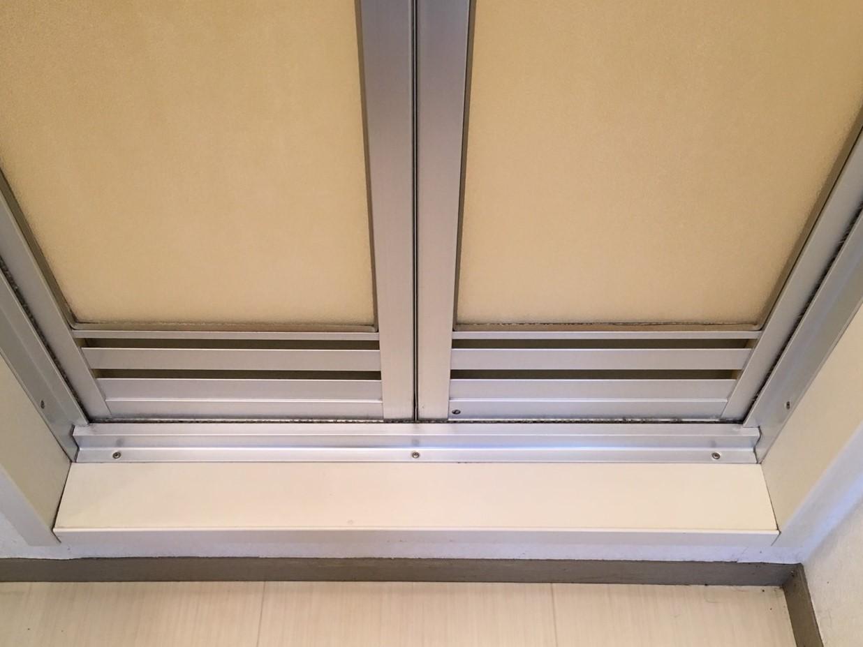 伊丹市 浴室クリーニング「浴室のドアについた白い汚れ・カビ」ハウスクリーニング おそうじ/おそうじプラス