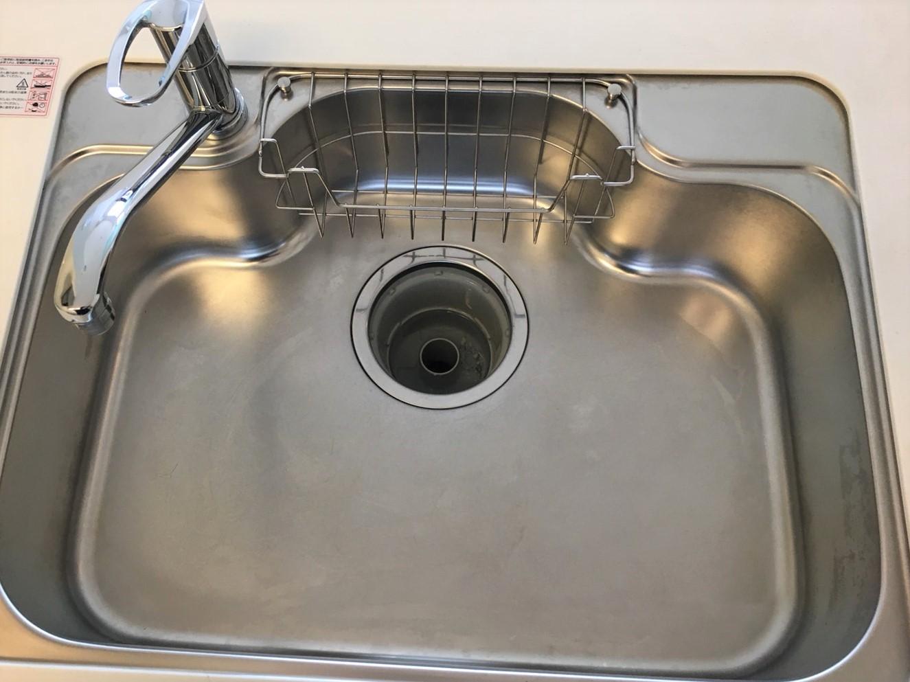 川西市 台所のお掃除(シンク蛇口の水垢やウロコ)を綺麗にします。便利な100円グッツで♪