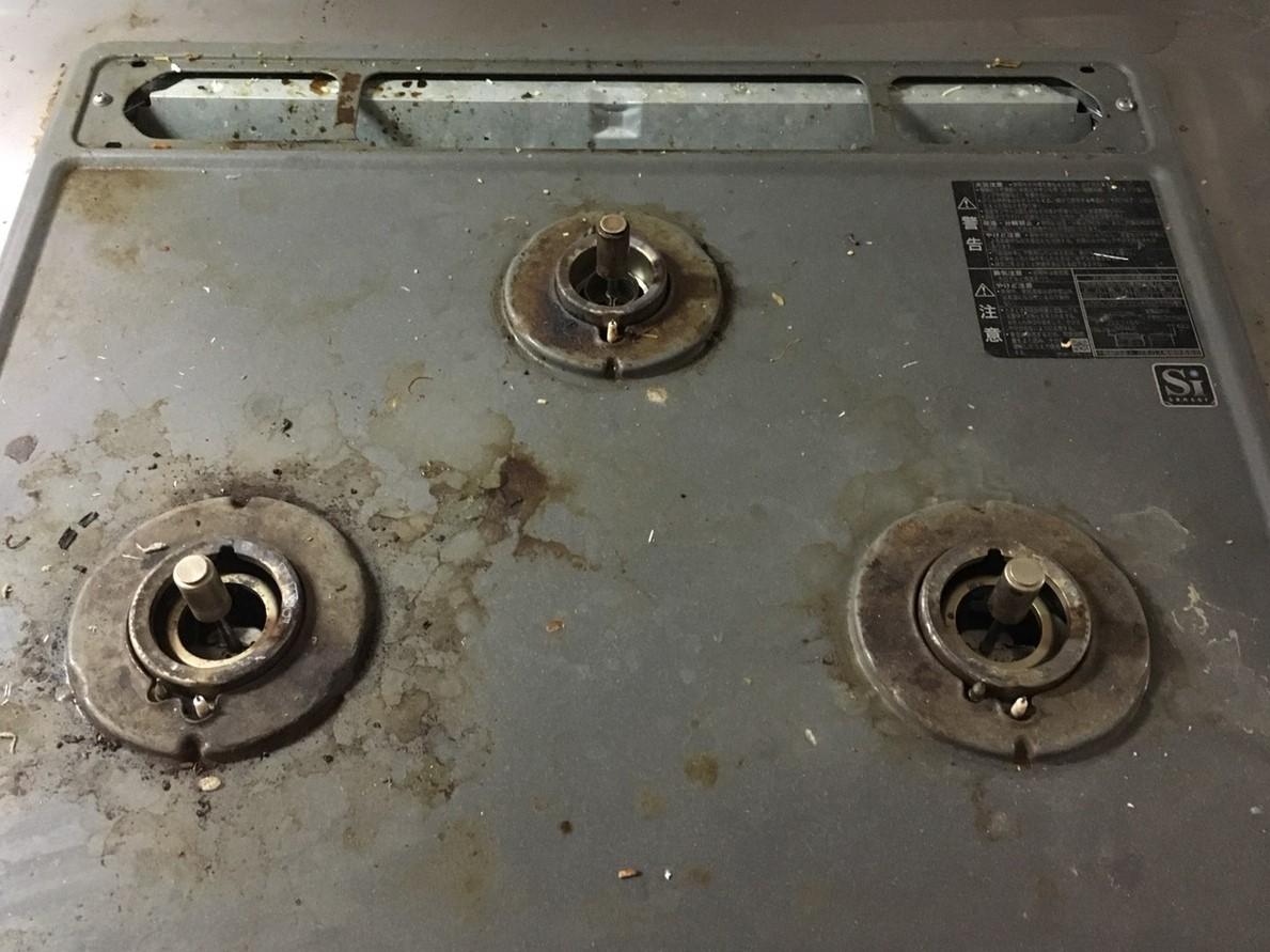 川西市 ガスコンロクリーニング、分解と内部の清掃!台所お掃除お任せください!