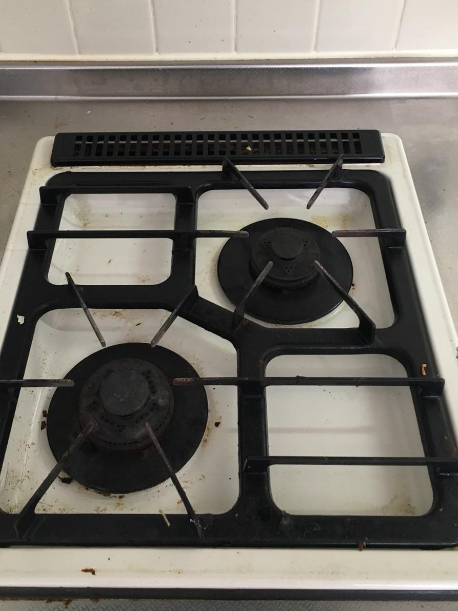 伊丹市 急な引っ越しによるハウスクリーニングはおそうじプラスへお任せください!台所のガスコンロ清掃~