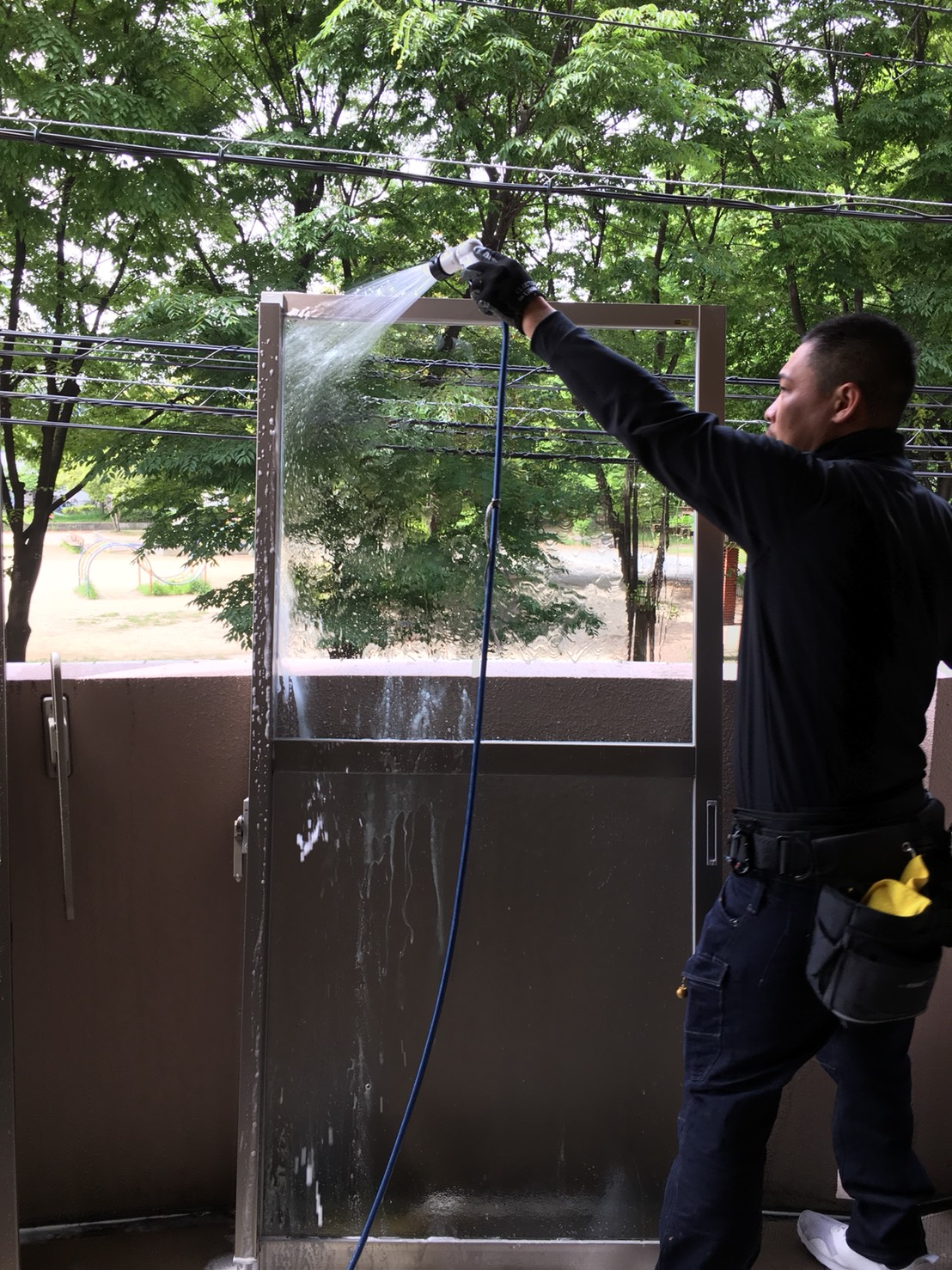 ガラス冊子・窓のハウスクリーニングで汚れの悩みを一気に解決!洗浄、水洗い、水拭き仕上げいたします!