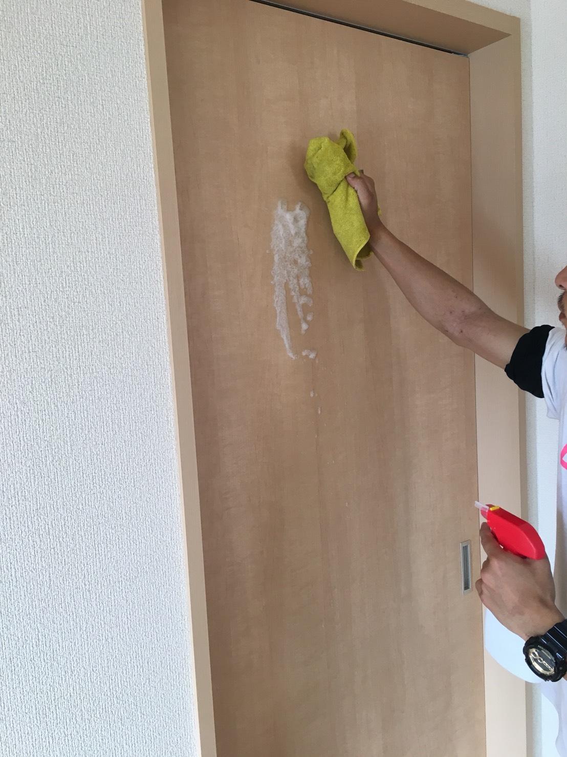 伊丹市 室内のドアの補修・お手入れはおそうじプラスにお任せ下さい!お見積り無料~兵庫県の伊丹市・宝塚市・川西市の地域密着ハウスクリーニング