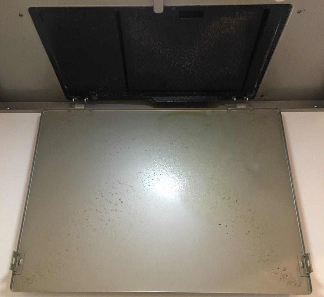 伊丹市・川西市・宝塚市/レンジフードのカバー清掃!台所・水回りのハウスクリーニング・油にからみついていたホコリもキレイさっぱり。