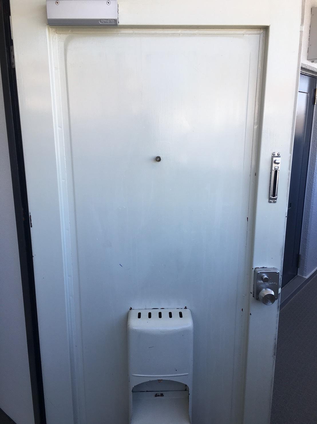玄関を綺麗に!玄関ドアのお掃除はおそうじプラスにお任せ下さい!お見積はもちろん出張料も無料で対応~お客様の笑顔!が一番のやりがいにつながり作業を全力でさせて頂きます!伊丹市・川西市・宝塚市よりお見積り・出張無料