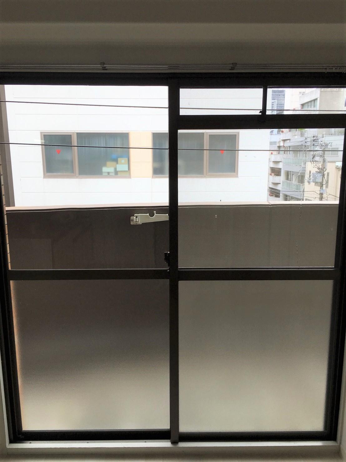 サッシ・窓ガラス・プロの技術で曇りのない窓ガラスに!ハウスクリーニングは伊丹・川西・宝塚おそうじプラスにお任せください!汚れの悩みを一気に解決!