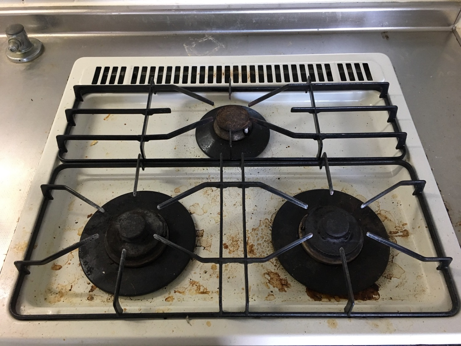 伊丹市・川西市・宝塚市内お見積り無料!台所のお掃除・リピート率NO.1☆ガスコンロを綺麗にします!ハウスクリーニングはおそうじプラスにお任せ下さい!