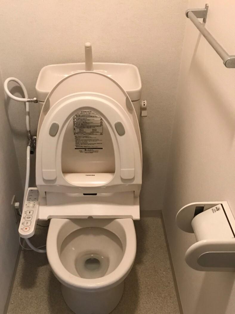 """伊丹市・宝塚市・川西市の地域より トイレクリーニングで""""清潔、綺麗、快適""""に♪尿石・黄ばみ・黒ずみ・水垢の除去 お掃除のことならおそうじプラスへ"""