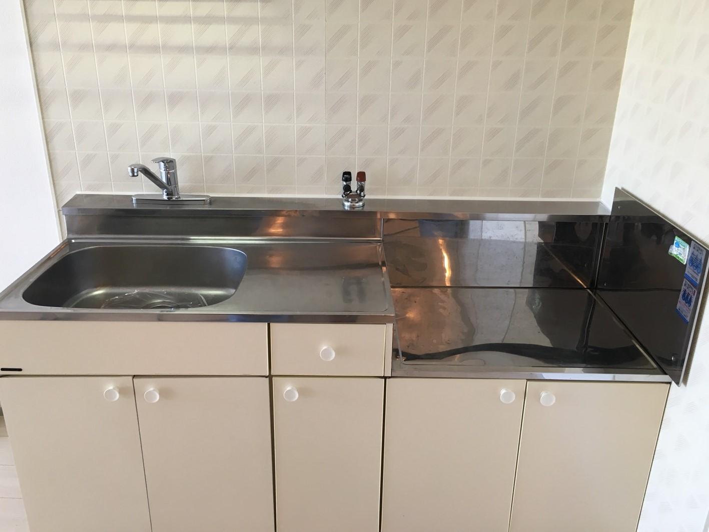 台所(水回り)シンク清掃・ハウスクリーニング・リピート率NO.1 !綺麗なキッチンはおそうじプラスにお任せ下さい!お見積はもちろん出張料も無料
