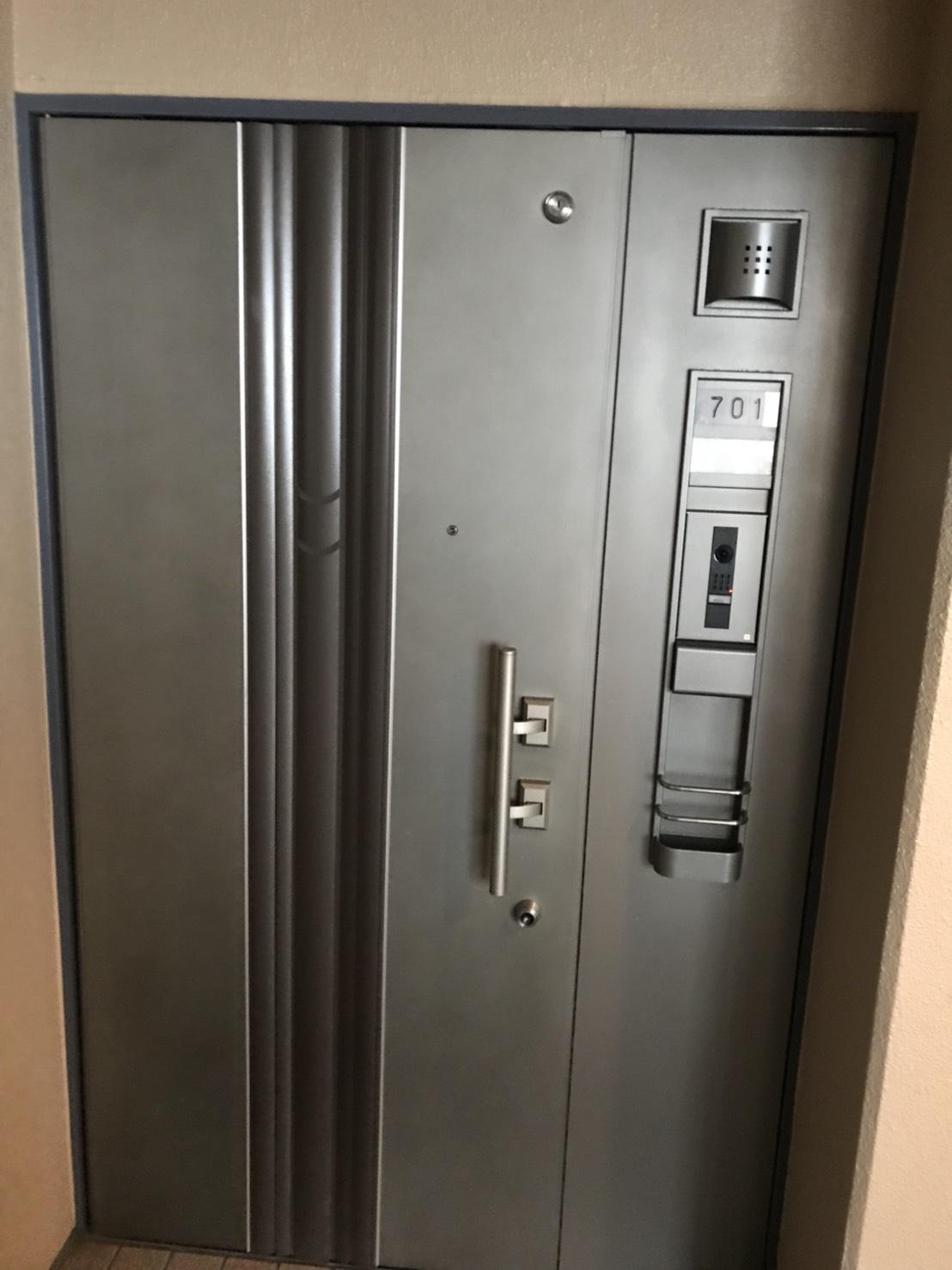 伊丹 ハウスクリーニング/玄関のドアを綺麗にするお掃除・どんなことでも、おそうじプラスにお気軽にご相談下さい!