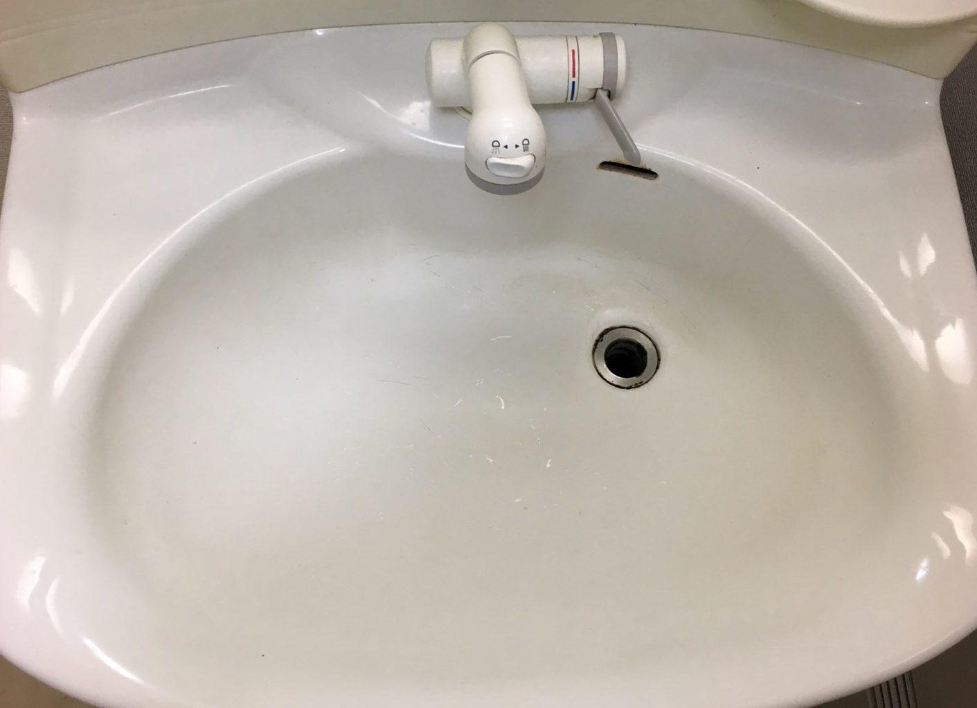 伊丹 洗面台クリーニング♪毎日のお掃除おそうじプラスでは、お見積はもちろん出張料も無料で対応~お客様の笑顔!が一番のやりがいにつながり作業を全力でさせて頂きます!