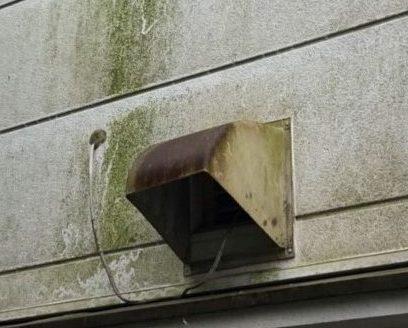 川西市 一戸建て・外壁の換気扇の汚れを落とします!高圧洗浄で綺麗なお家!おそうじプラスにお任せください!