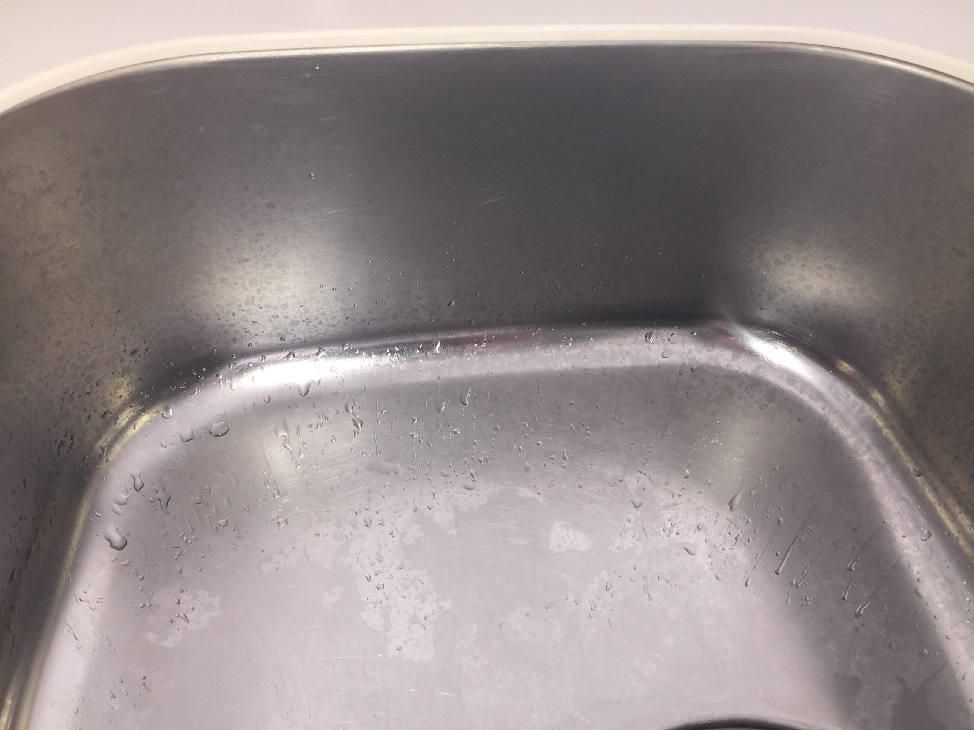 伊丹市・宝塚市・川西市~台所(水回り)シンク清掃・シンクの水アカを丁寧にクリーニングします。ハウスクリーニングで綺麗な台所!お見積、出張料無料!