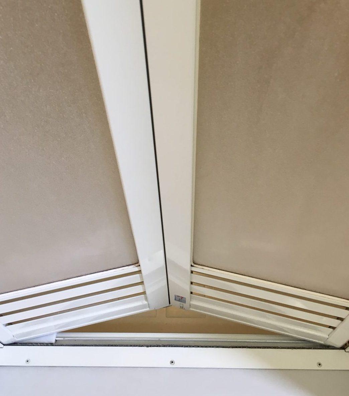 浴室「中折れドア」のクリーニング・お風呂のドアの黒ずみ・洗浄~ カビとり・ハウスクリーニングはおそうじプラスにお任せください!