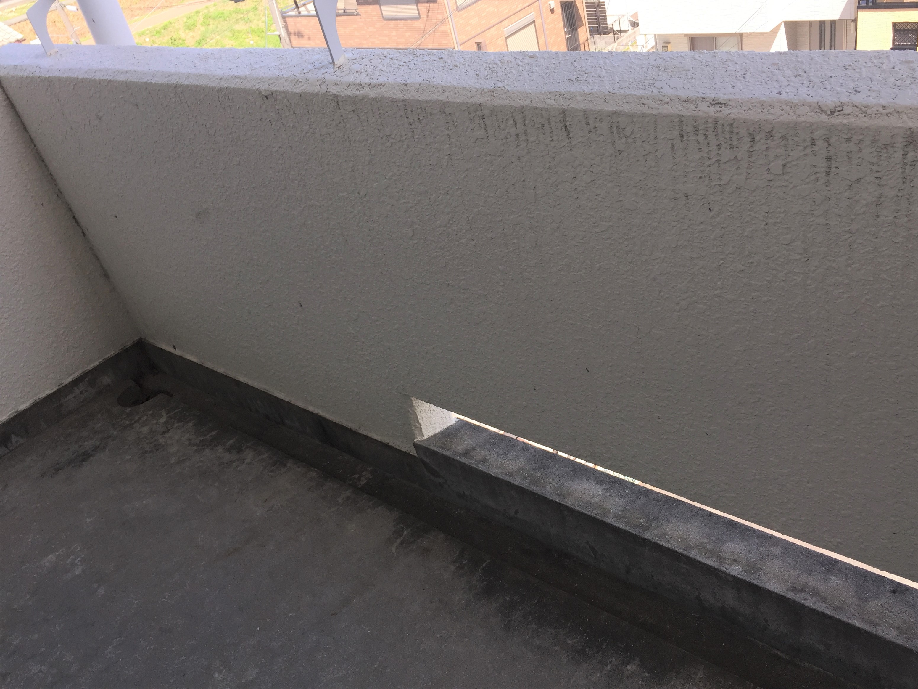 共用部の廊下の壁 伊丹市 ハウスクリーニング/頑固な汚れを除去/当店のチラシ完成いたしました。