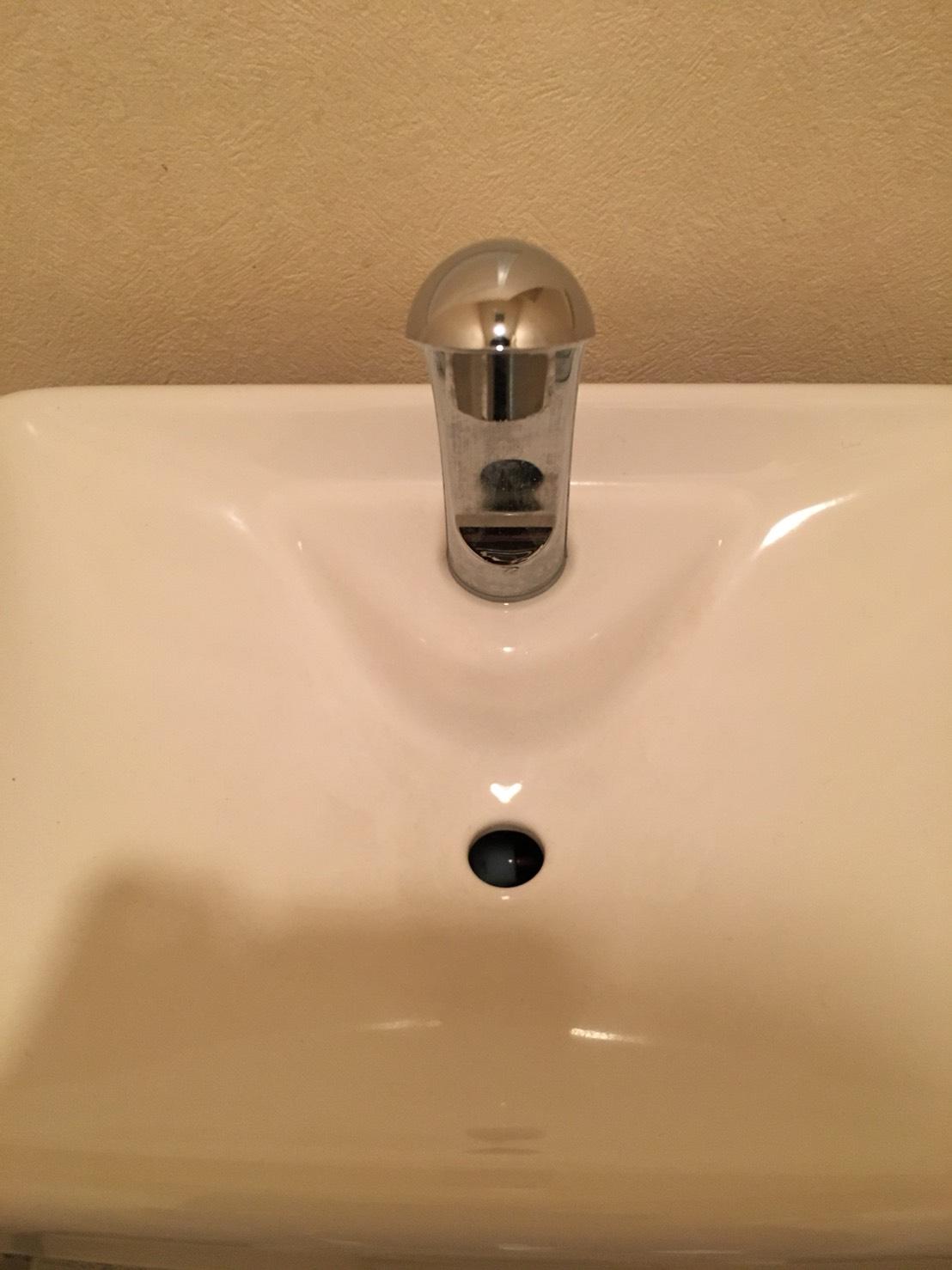 トイレクリーニング/トイレタンクの蛇口の錆びを除去します。隅々までしっかり除去!