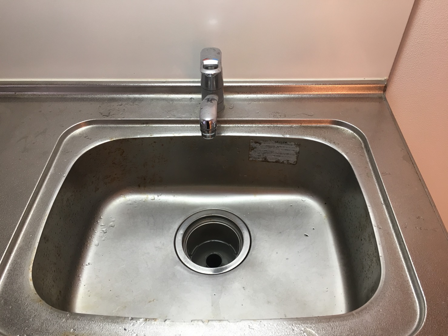 川西市 台所(水回り)シンク清掃~キッチンを綺麗に☆ハウスクリーニングは伊丹おそうじプラスまでお電話お待ちしております!