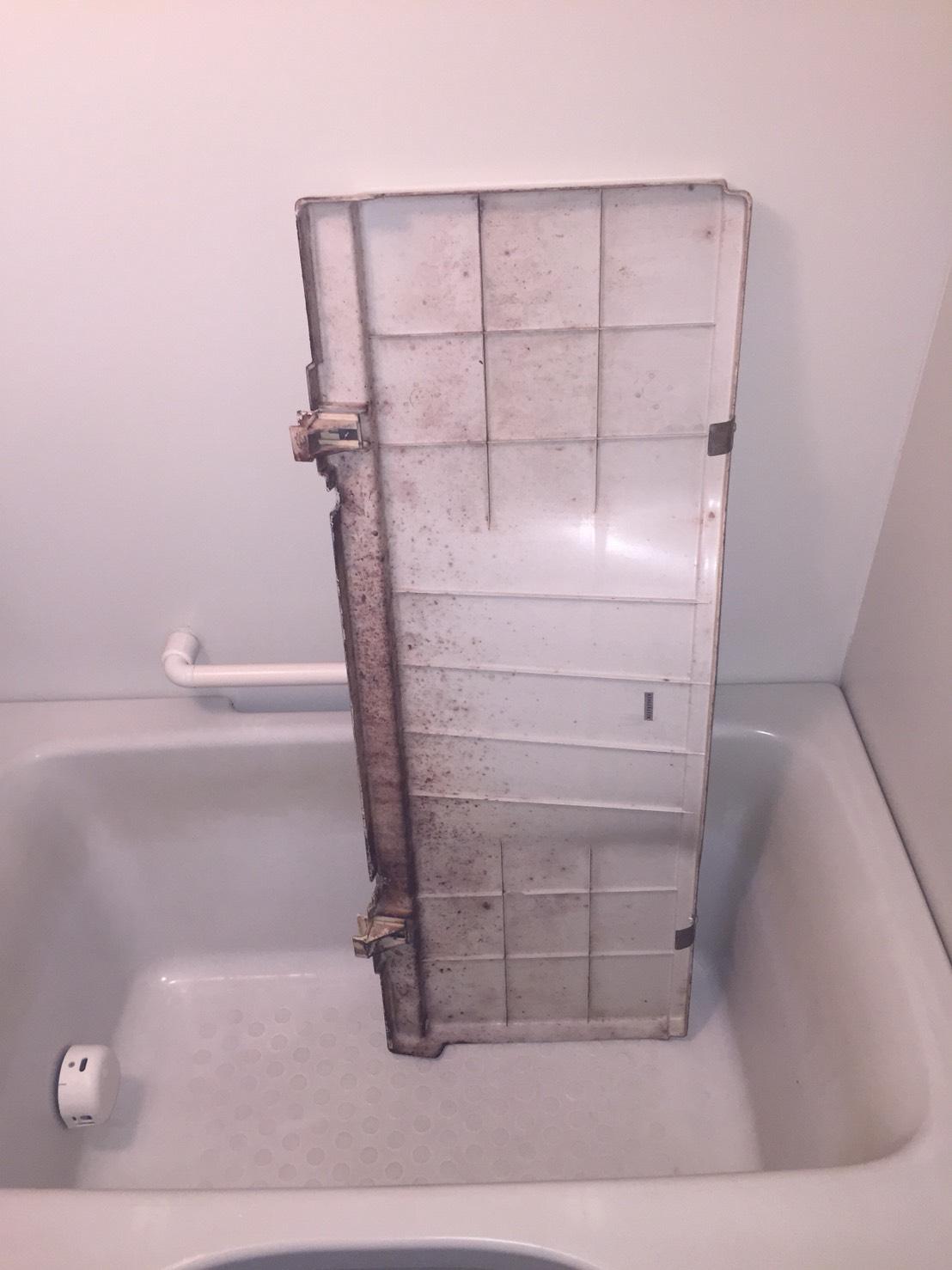 伊丹市 お風呂のエプロンカバーの清掃・カビの除去!ハウスクリーニグ伊丹おそうじプラス