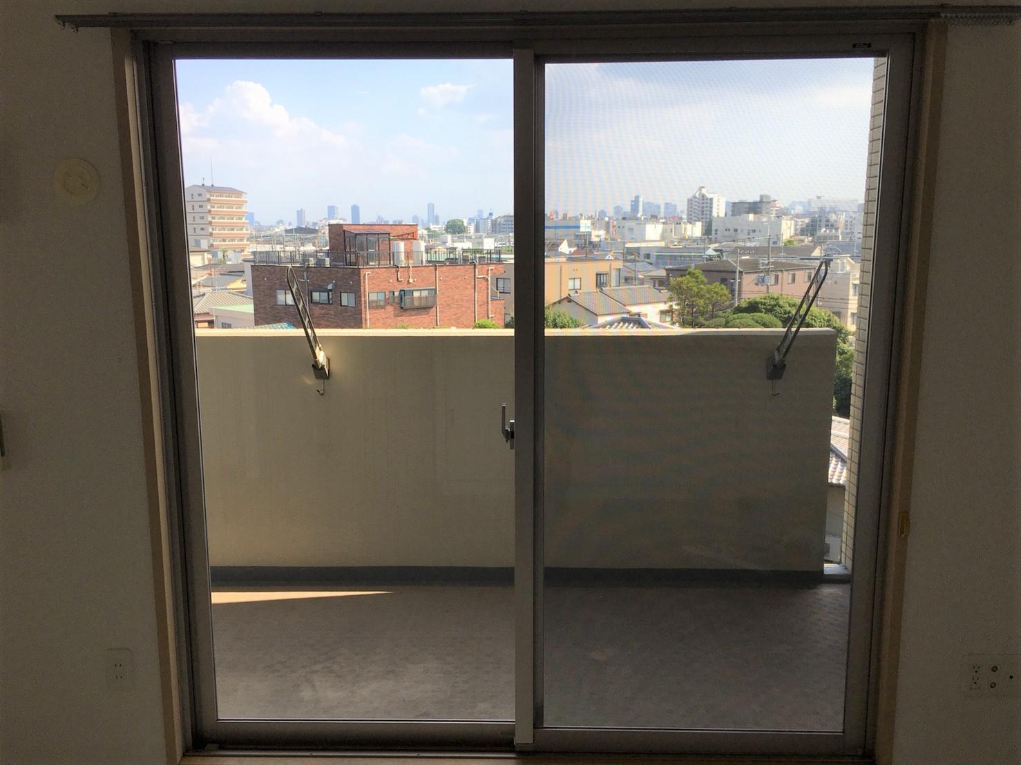 """ハウスクリーニングは伊丹市・川西市・宝塚市 """"窓ガラス"""" プロの技術で綺麗な窓ガラスに!おそうじプラスにお任せください!"""