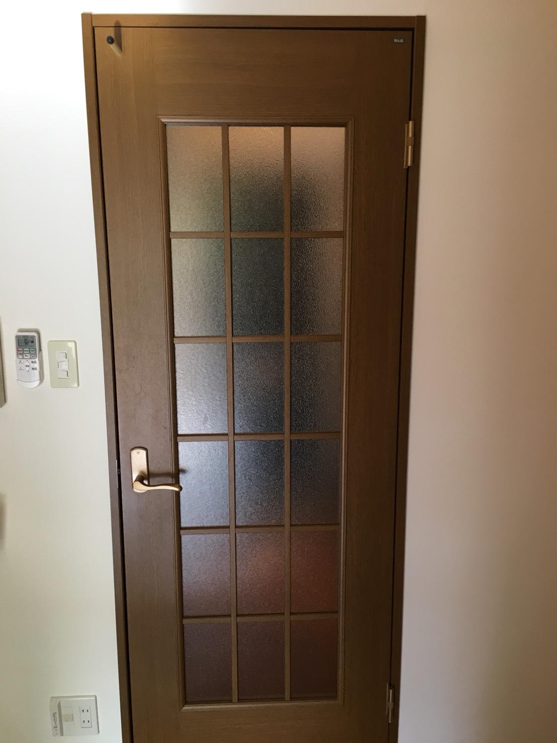 室内ドアのお手入れ・ドアガラスや取っ手部分も綺麗に!一戸建て・マンション・マンション空き室おまかせください!