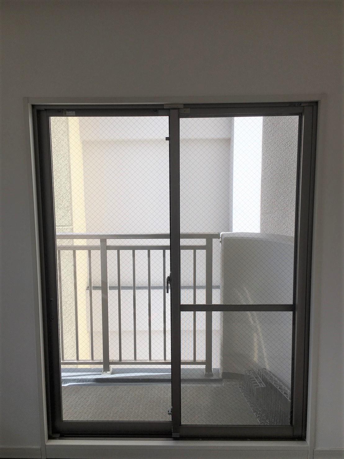 """""""窓ガラス""""窓のガラス清掃 プロの技術で綺麗な窓ガラスに!おそうじプラスにお任せください!"""