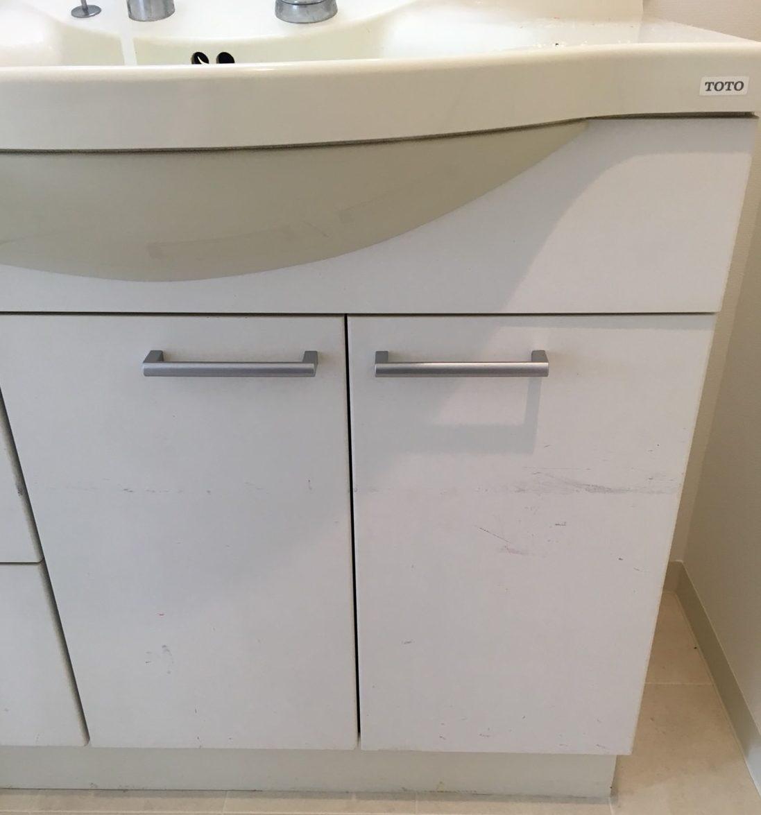 水回り/洗面台クリーニング♪扉の汚れ ピカピカな洗面所!ハウスクリーニングはおそうじプラスまで!
