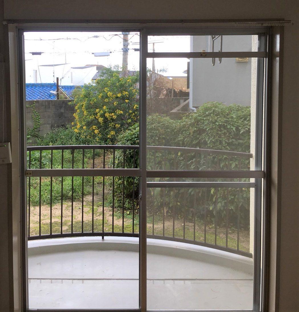 関西 兵庫県(伊丹市・宝塚市・川西市)ハウスクリーニング「窓掃除」外側の汚れ、中側の汚れ、窓を綺麗にします!