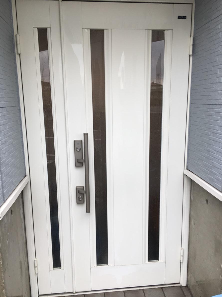 正月≫お得な価格 伊丹市・宝塚市・川西市の地域密着ハウスクリーニング 玄関ドア1日で、キレイ、安心、快適に!おそうじプラスにおまかせください!