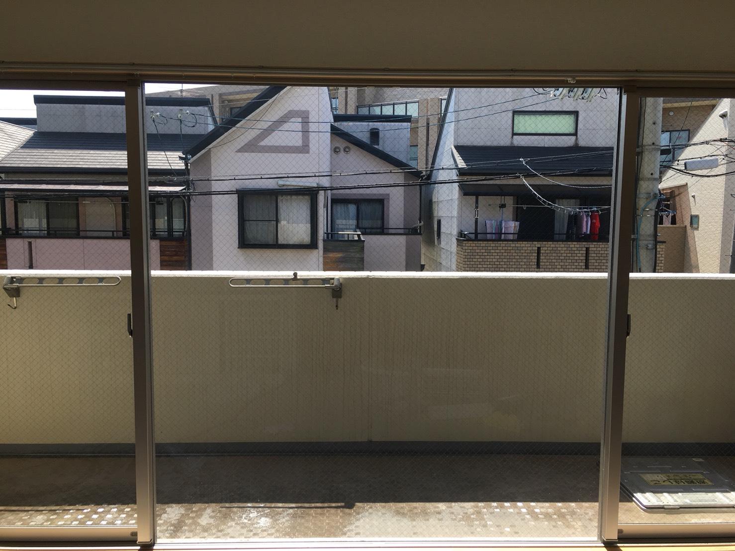 """兵庫県>川西市 雨風、泥、ほこり窓ガラスの汚れ、落としにくい頑固な汚れ""""お掃除""""のことは、おそうじプラスにお任せください!"""