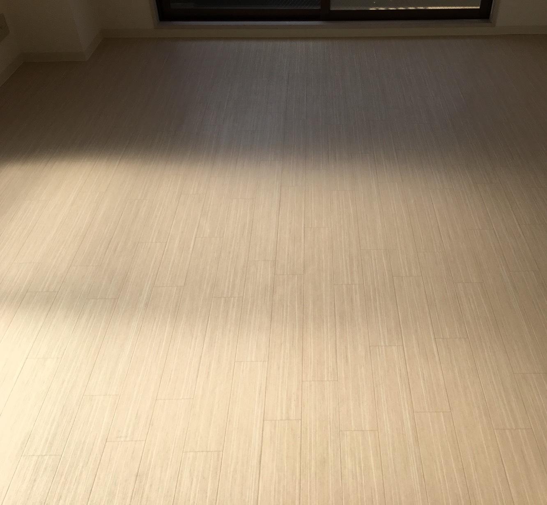 母の日へのプレゼントに!ご相談・お見積は無料 おそうじプラスのフローリング清掃 お気軽にお問合せ下さい!ムラなく綺麗!清掃スタッフが対応!ワックスで床の光沢が輝きます!