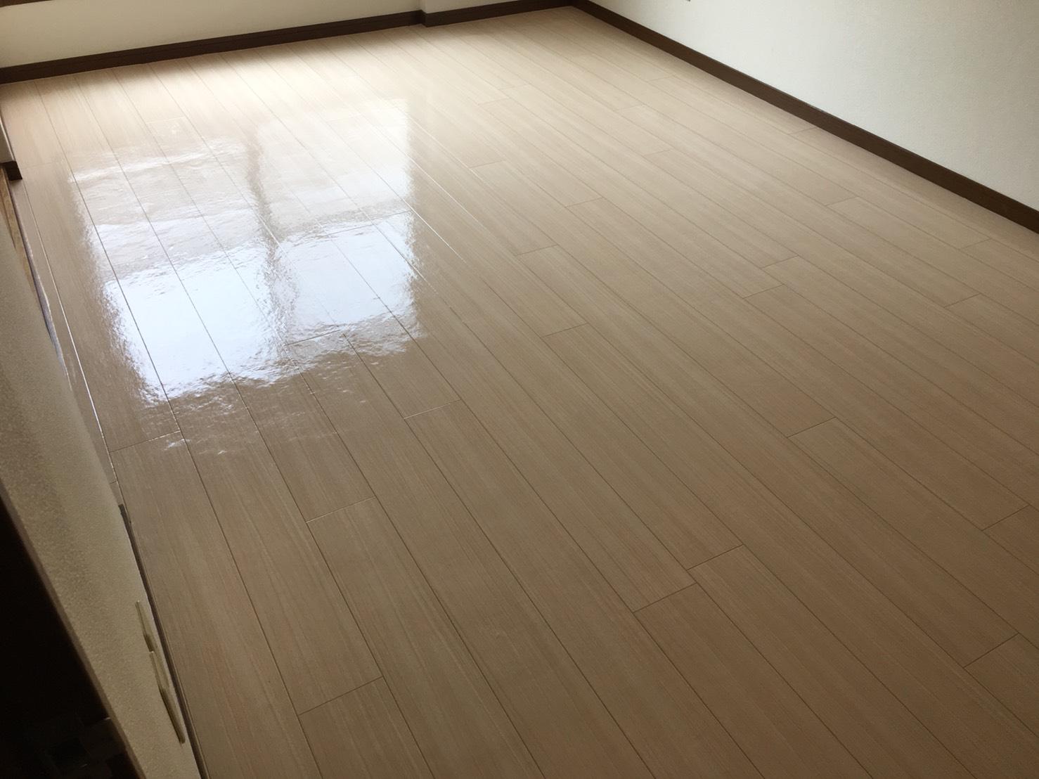 ムラなく綺麗!清掃スタッフが対応!高品質なワックスを使用するので床の光沢、輝きが違います!ご相談・お見積は無料です!お気軽にお問合せ下さい!ご相談・お見積は無料です!ハウスクリーニングは、おそうじプラスまで。