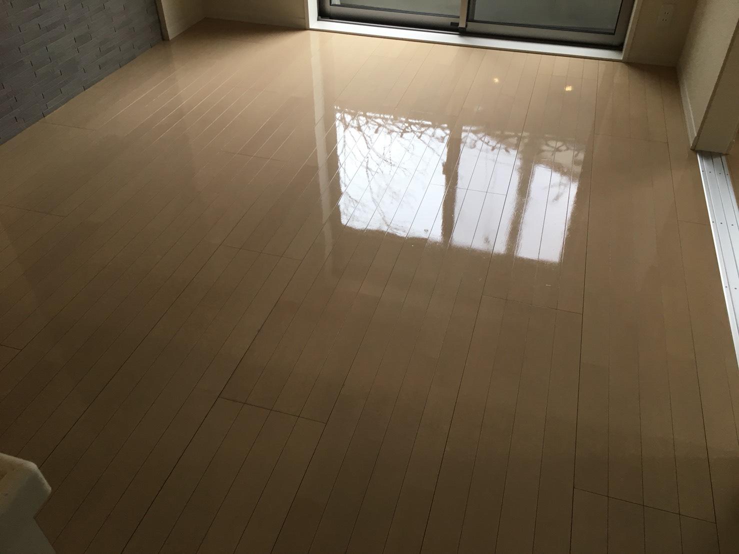 ご相談・お見積は無料🌈おそうじプラスのフローリング清掃 お気軽にお問合せ下さい!ムラなく綺麗!清掃スタッフが対応!ワックスで床の光沢が輝きます!