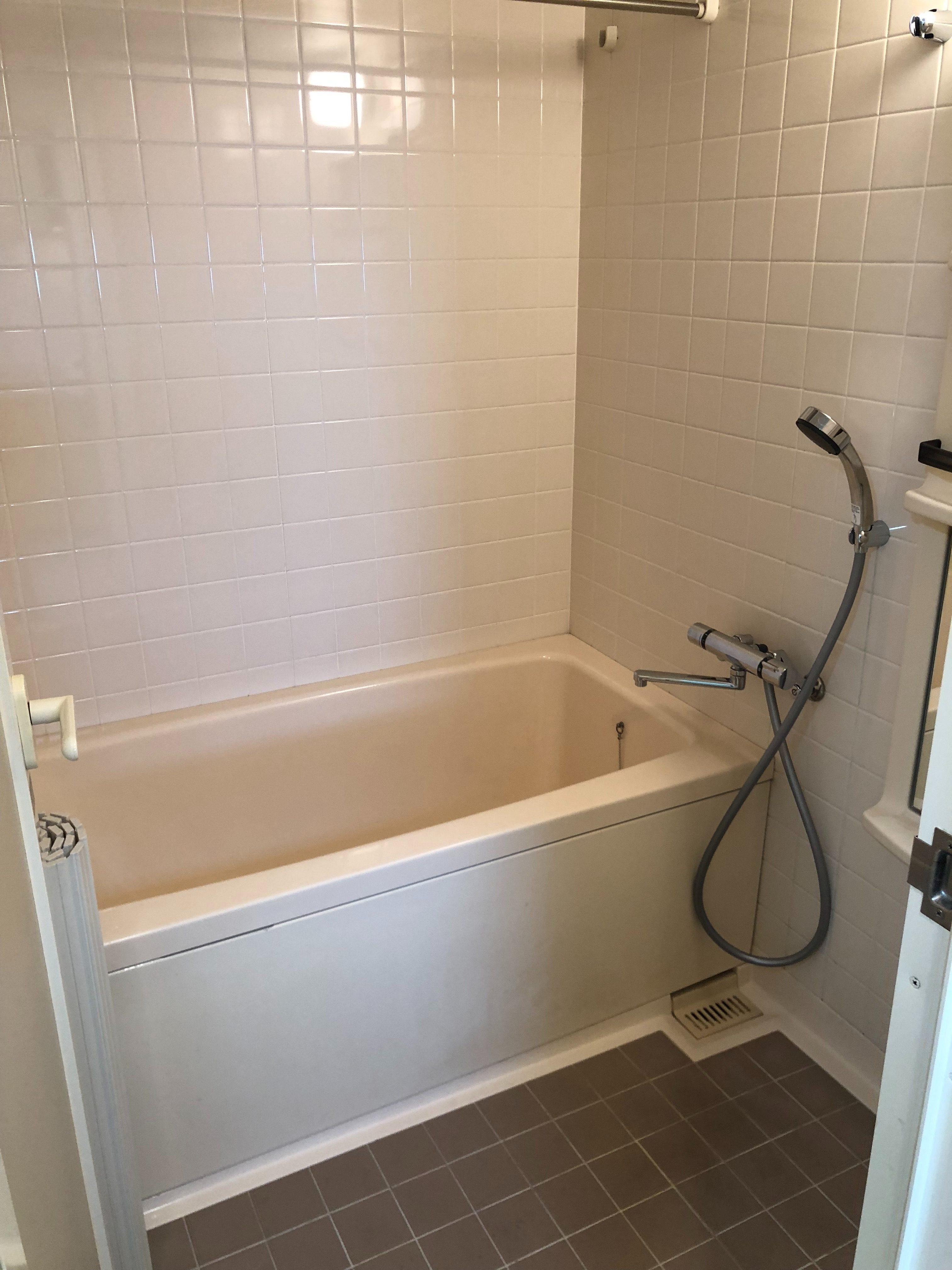 LINE申請見積もり可!電話受付365日受付!汚れをきれいスッキリ!除菌・殺菌・漂白などで浴槽の頑固な「お風呂清掃」おそうじプラス伊丹