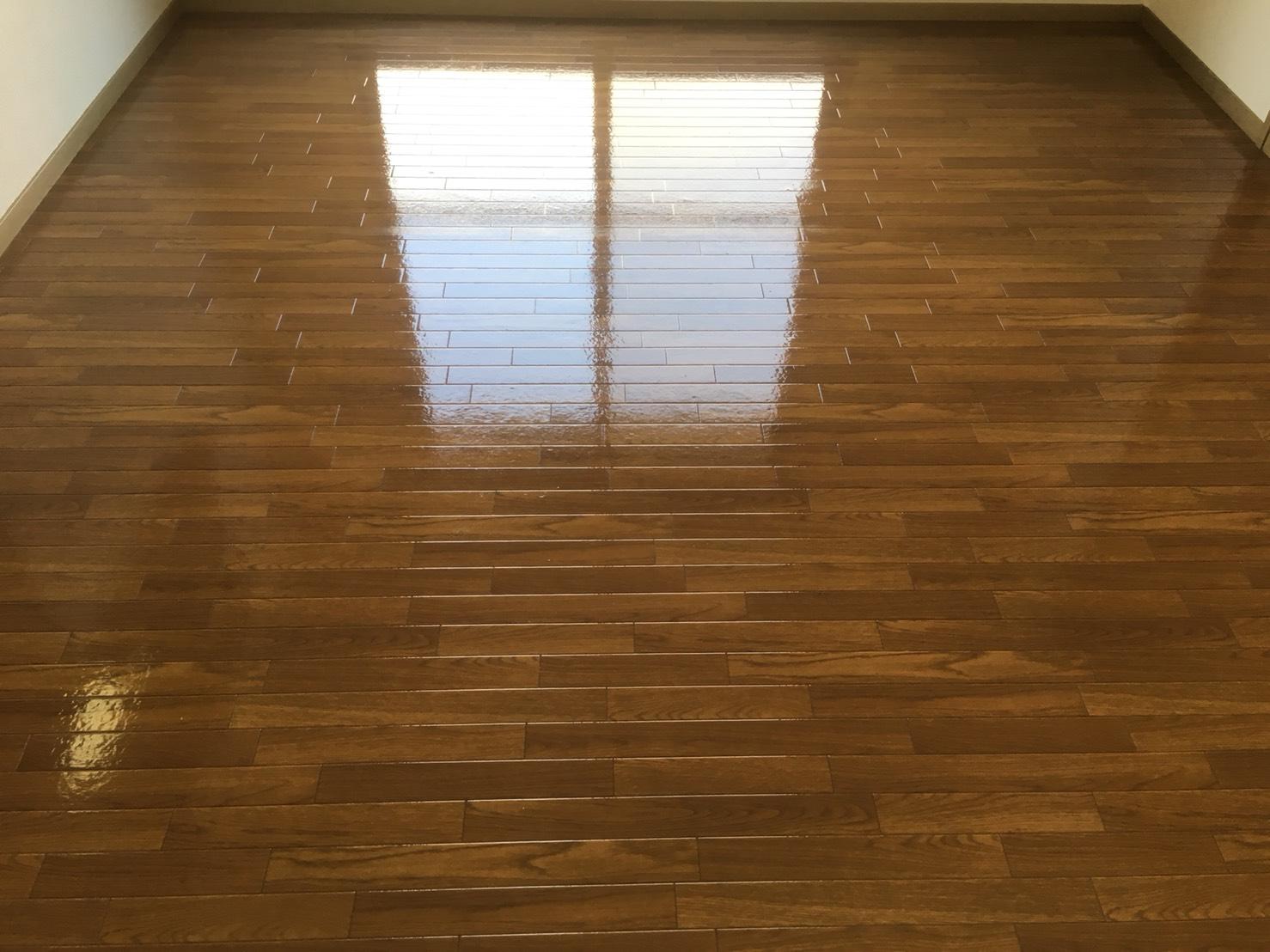 介護施設でのご利用者様の個室の床清掃も可!自宅も可☆伊丹市・宝塚市・川西市出張無料!お気軽にお問合せ下さい!自宅または、介護施設の床清掃のお手伝いはおそうじプラスにおまかせください!